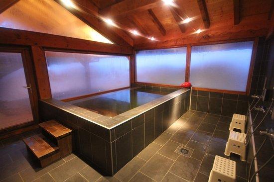 Chalet Matsuzaka Hotel & Spa: Le bain Japonais