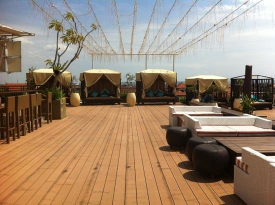 The ONE Legian: rooftop breakfast place