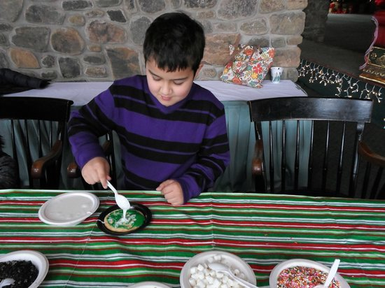 Pocono Manor Resort & Spa: Making Xmas Cookies Fireside Event
