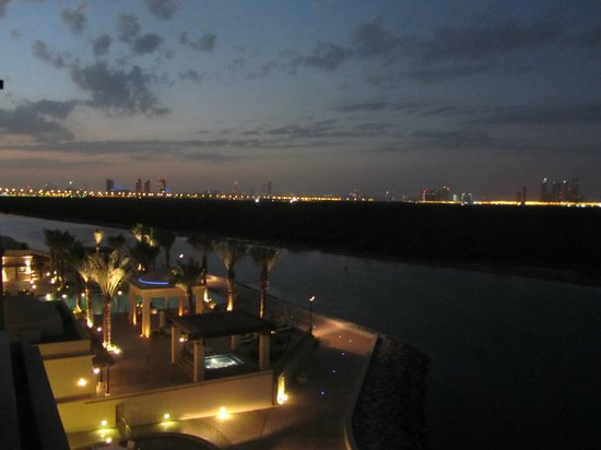 Anantara Eastern Mangroves Hotel & Spa: Looking towards the city