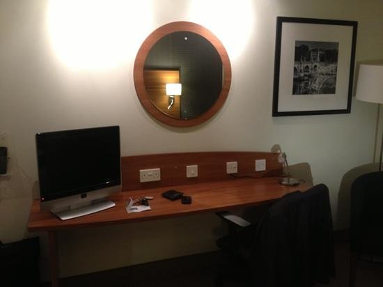 Holiday Inn Express Braintree: Desk