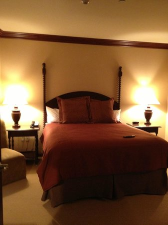 The Osthoff Resort: One Bedroom Suite bedroom (Queen Bed)