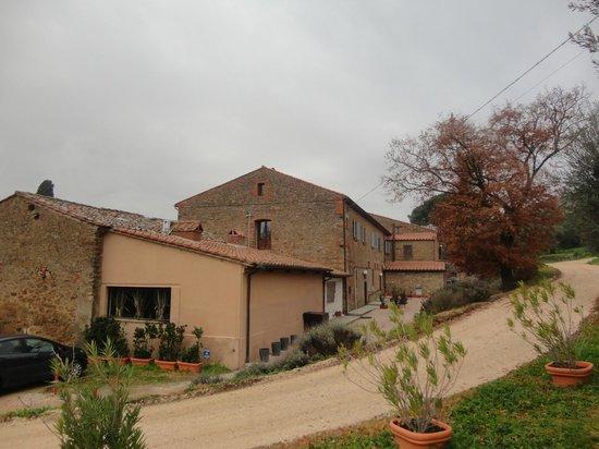 Antico Casale di Montegualandro: esterno2