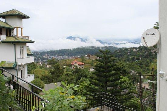Kandy View Hotel: vue sur KANDY de l'hotel