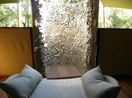 andBeyond Ngala Tented Camp : Outdoor shower