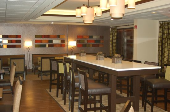Hampton Inn Lexington/Columbia: Lobby/dining area