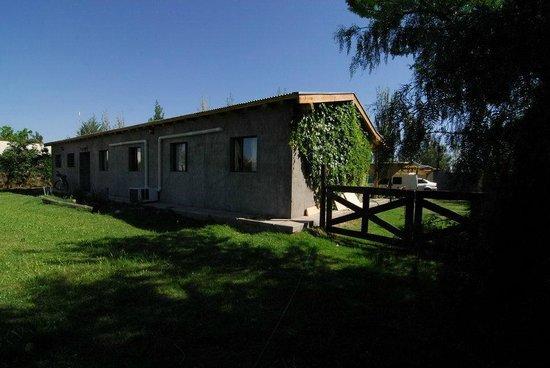 TikayKilla Lodge & Wines: Back garden
