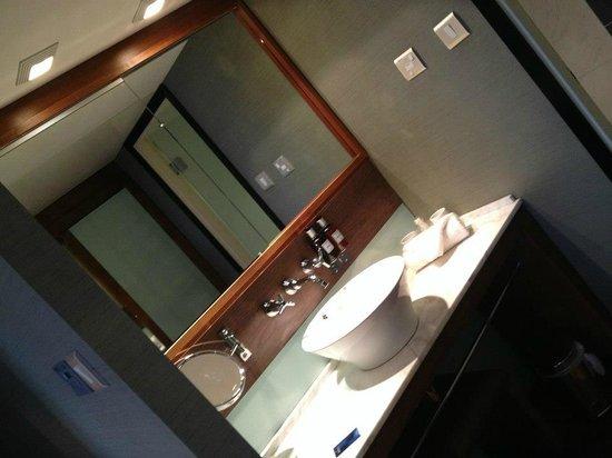 Radisson Blu Edwardian Manchester: Sink/Mirror