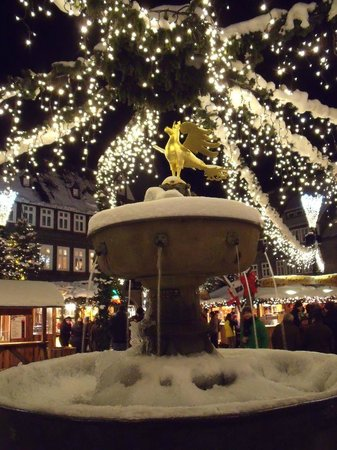 Hotel Alte Münze: Christmas market - with Goslar Eagle fountain