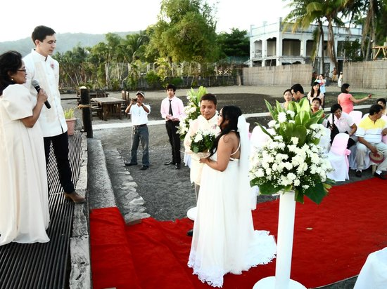 Club Balai Isabel: Beginning of Wedding Ceremony with my daughter giving her away