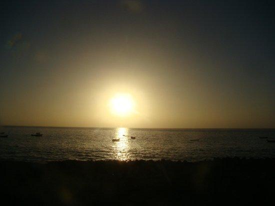 Marina d'Tarrafal Guesthouse: atardecer desde marina de tarrafal