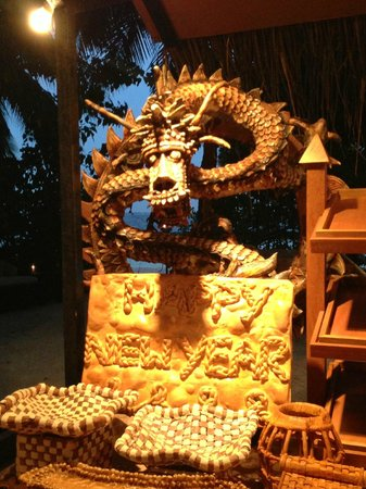 Baros Maldives: these sculptures are made out of bread!