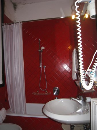 Le Boulevard Hotel: salle de bain