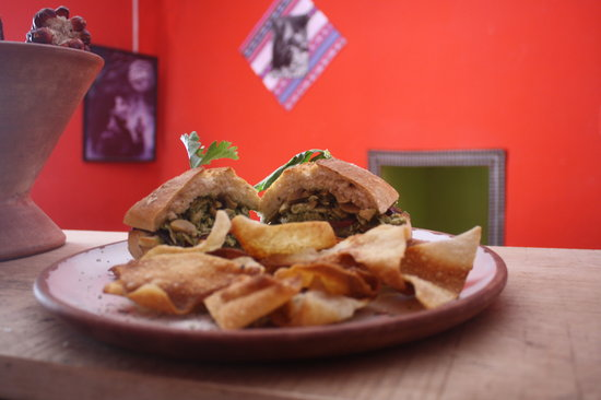 Valentina´s Coffee Restaurant: Sandwish de Pollo al pesto