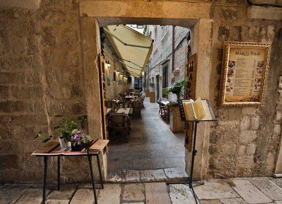 Marco Polo Restaurant: Hidden entrance..