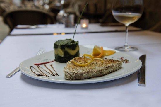 Marco Polo Restaurant: ''Precious Blue'', Tuna Steak in sesame seeds