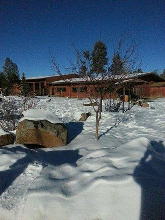 Roundhouse Resort: Winterwonderland from Atrium bldg.