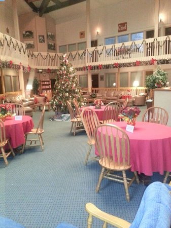Roundhouse Resort: Christmas Time in the Atrium bldg 2012