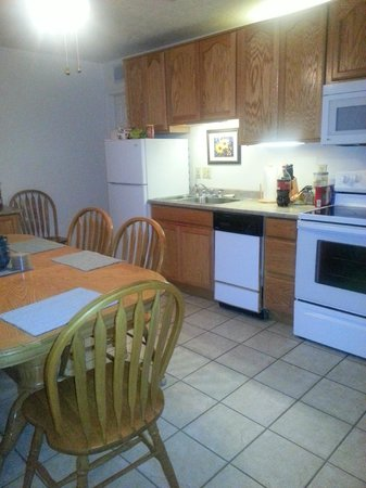 Roundhouse Resort: Kitchen