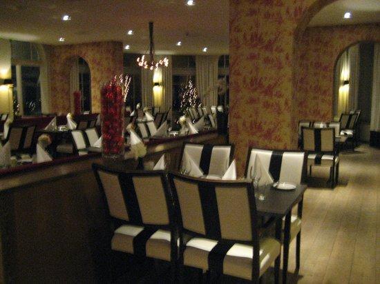 Fletcher Hotel-Restaurant De Mallejan: De eetzaal voor het diner.