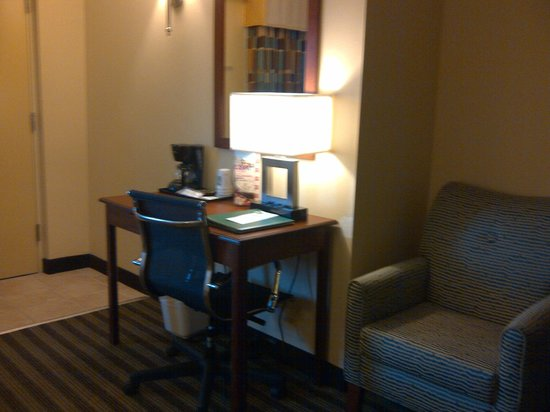 Quality Inn Flamingo: Desk area