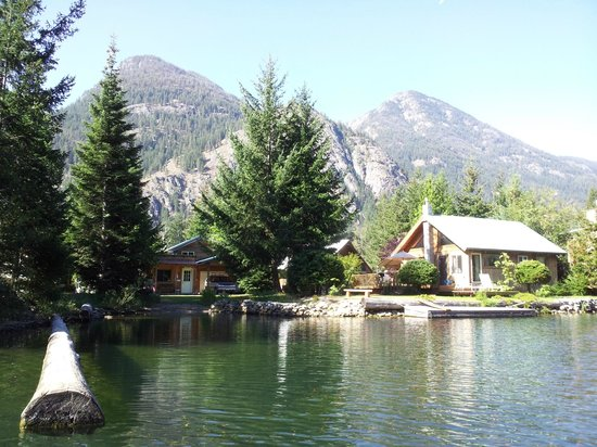 Silver Bay Inn & Resort: Our cabin from Lake Chelan