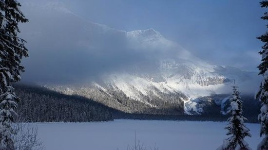 Emerald Lake Lodge: the mountains across the lake