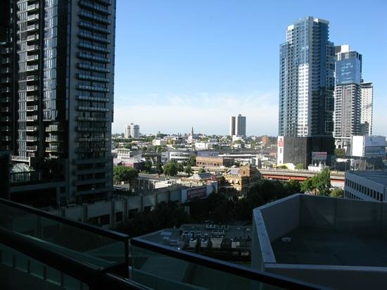 Melbourne Short Stay Apartments: View from window. Was stunning at night. not showing is the high rise block next door on the lef