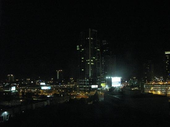 Melbourne Short Stay Apartments: View at night