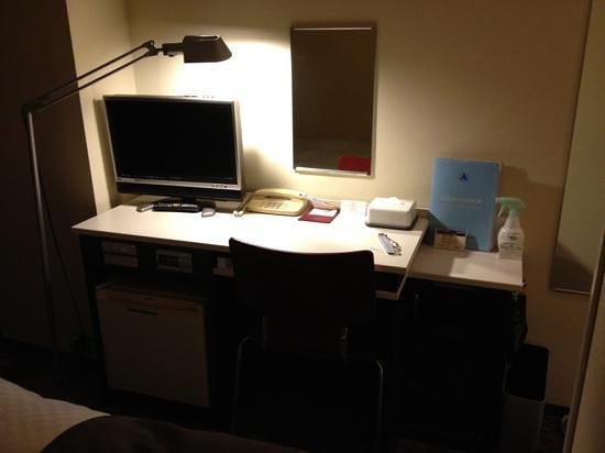 Fushimi Mont-Blanc Hotel: desk area with TV