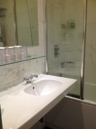 Empire Hotel Llandudno: superior bathroom