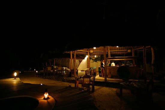 Waterlovers Beach Resort: The dining room - every evening a differet setting!