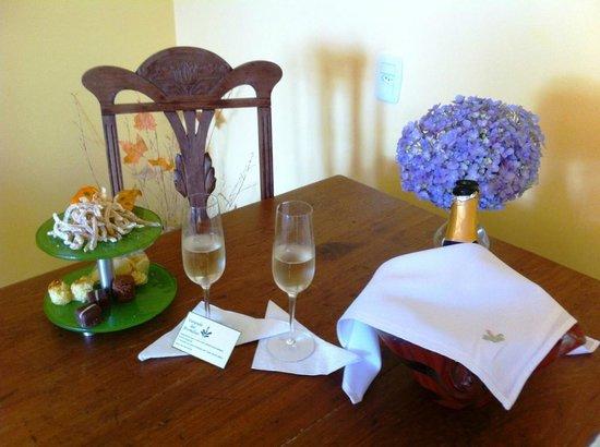 Boutique Hotel Varanda das Bromelias: Delicadeza oferecida pelo hotel em comemoração do nosso aniversário de casamento.