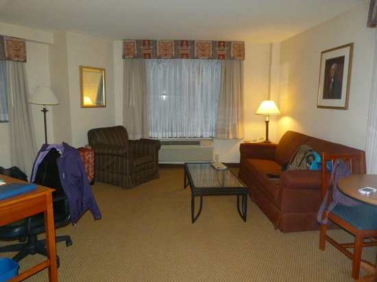BEST WESTERN Georgetown Hotel & Suites: living area