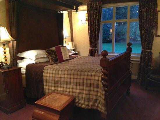 Ravenwood Hall Country Hotel: Tha Abbey Room - main house