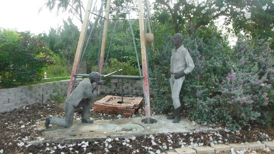 Sculpture inside the gardens - Picture of South Texas Botanical ...