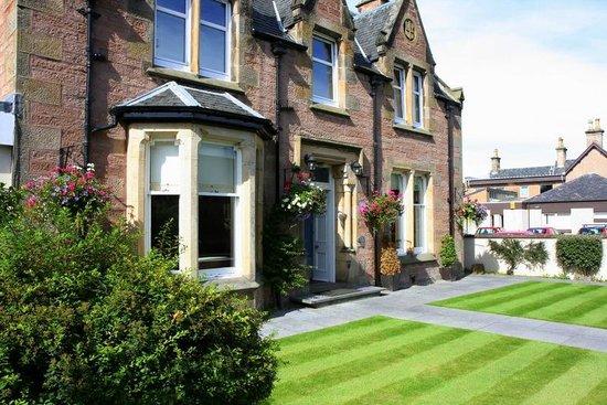Atholdene House: Atholdene front garden