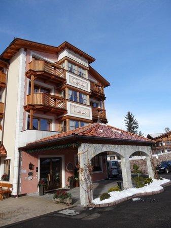 Hotel Chalet Tianes: Hotel von außen
