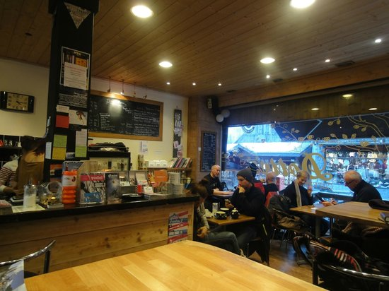 Dotty's Coffee House: Afternoon rush