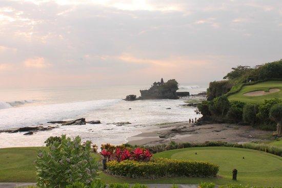 Pan Pacific Nirwana Bali Resort: il tempio di Tanah Lot dal campo da golf