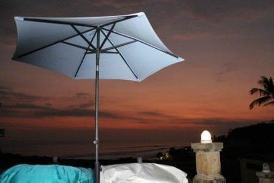 Pan Pacific Nirwana Bali Resort: tramonto sui puff del bar... che sensazione !