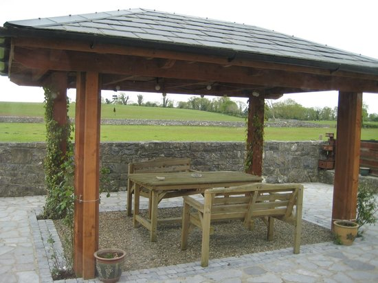 Cahergal Farmhouse: Patio & View of Fields