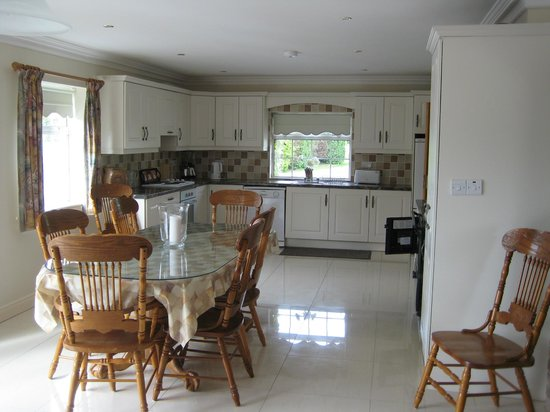 Cahergal Farmhouse: Self-Catering Holiday House Kitchen