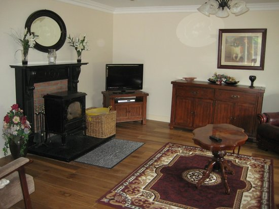 Cahergal Farmhouse: Self-Catering Holiday House Living Room
