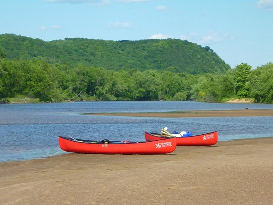 Wisconsin Canoe Company: Paddling along the bluffs