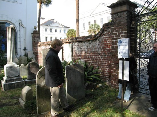 Charleston Footprints Walking Tours: Cemetary at St. Michael's