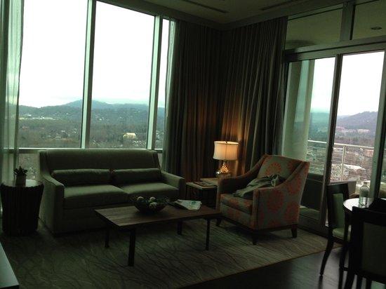 Hotel Indigo Asheville Downtown: Corner suite