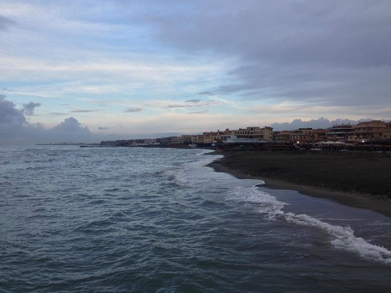 B&B Barocchetto Romano: A picture from the pier (down the street from B&B)