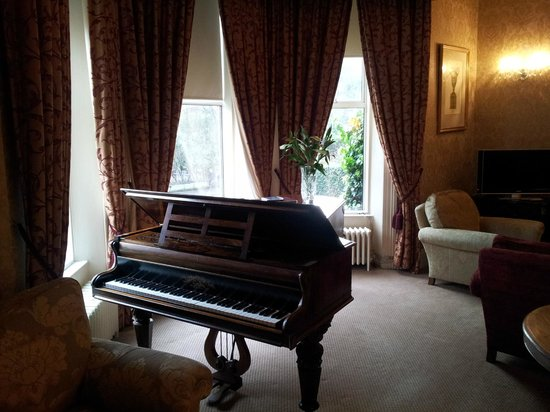 Ariel House: lounge