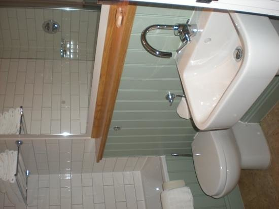 The Blue Boar Hotel: bathroom